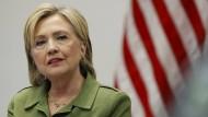 Richter ordnet Aussage Clintons unter Eid an