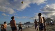 Die Brasilianer spielen ihren eigenen Strandfußball