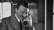 Adolf Hitler 1935 am Telefon: Später soll er laut einem Auktionshaus einen Apparat genutzt haben, den er überall mit hin nahm.