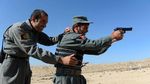 Afghanische Sicherheitskräfte erhielten 10.000 Bundeswehr-Pistolen