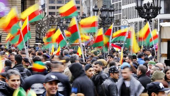 30.000 Kurden demonstrieren in Frankfurt