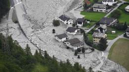 Millionen Kubikmeter Geröll stürzen ins Tal - Suche nach Vermissten