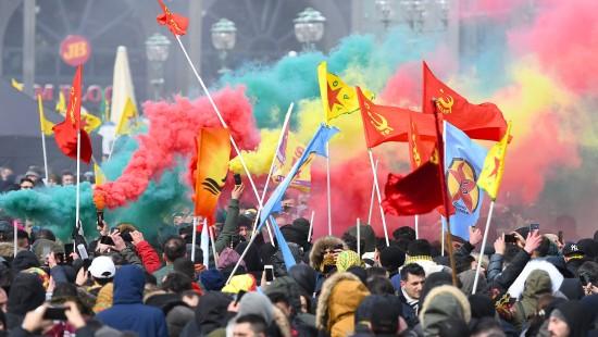 Tausende protestieren gegen die Türkei