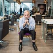 Der verstorbene Promi-Friseur Udo Walz schaut in seinem Salon