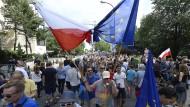 Tausende protestieren gegen Justizreformen
