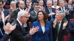 Aigner sagt Extremismus und Fremdenfeindlichkeit den Kampf an