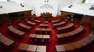 Wer wird die leeren Stühle im Plenarsaal der Bremer Bürgschaft besetzen? Noch liegt das amtliche Endergebnis der Wahl nicht vor.
