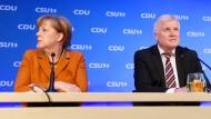 Zuletzt im Umgang miteinander eher unharmonisch: Kanzlerin Merkel und CSU-Chef Seehofer