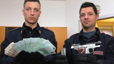 Italienische Reise: Im Hotelzimmer des Angeklagten fanden Mailänder Polizisten im März eine Waffe und mehrere tausend Euro Bargeld.