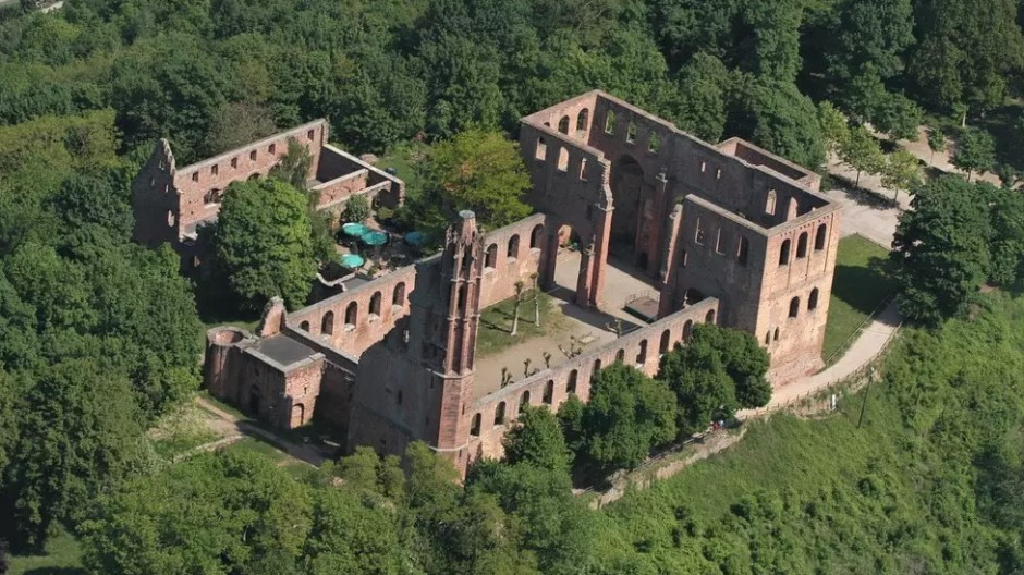 Kloster Limburg aus der Adlerperspektive