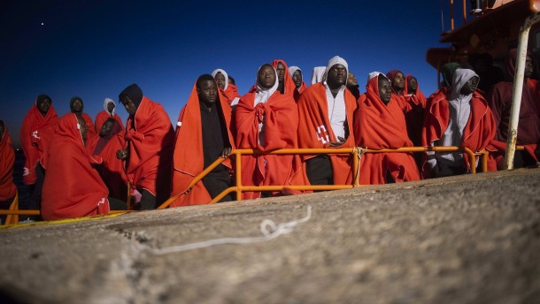 Mehr als 1200 Flüchtlinge vor Spaniens Küste gerettet