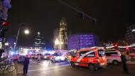 Polizeiabsperrung und Rettungskräfte im Einsatz nach dem Anschlag auf dem Berliner Weihnachtsmarkt