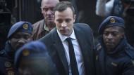 Oscar Pistorius am Mittwoch in Pretoria auf dem Weg in den Gerichtssaal