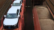 Noch nicht gefahren: Audis auf dem Güterzug.