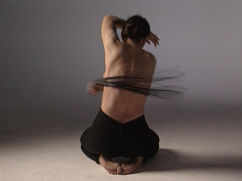 "Qual als Kunst, Kunst als Qual: Marina Abramović im Video ""Spirit House – Dissolution"" (1997)"