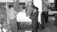 Endstation: Gastarbeiter kommen 1974 an einem Wohnheim an.