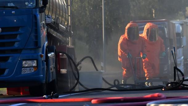 A24 wegen Leck in Transporter mit Salpetersäure gesperrt
