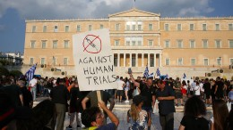 Polizei löst Anti-Impfpflicht-Protest auf