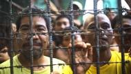 Kämpfer befreien mehr als 150 Gefangene
