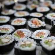 Das Aroma frischen Sushis geht im Mund wie eine ganz leicht jodige Brise auf (Symbolbild).