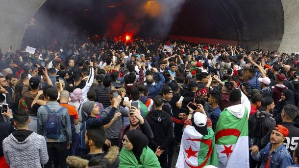Wie die Abhängigkeit vom Öl Algerien schadet