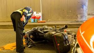 Zwei Tote nach Motorradunfall in Wiesbaden