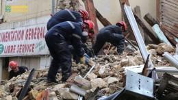 Mehrere Tote nach Einsturz von Häusern geborgen