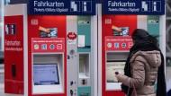 Der Rhein-Main-Verkehrsverbund erhöht zum Jahreswechsel seine Fahrpreise.