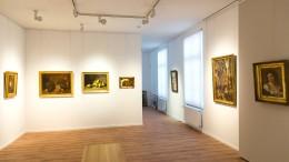 Große Formate an hellen Wänden