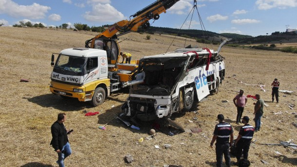 15 Menschen sterben bei Busunfall in der Westtürkei