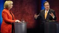 Hannelore Kraft (SPD) und Armin Laschet (CDU) während der TV-Debatte in Köln