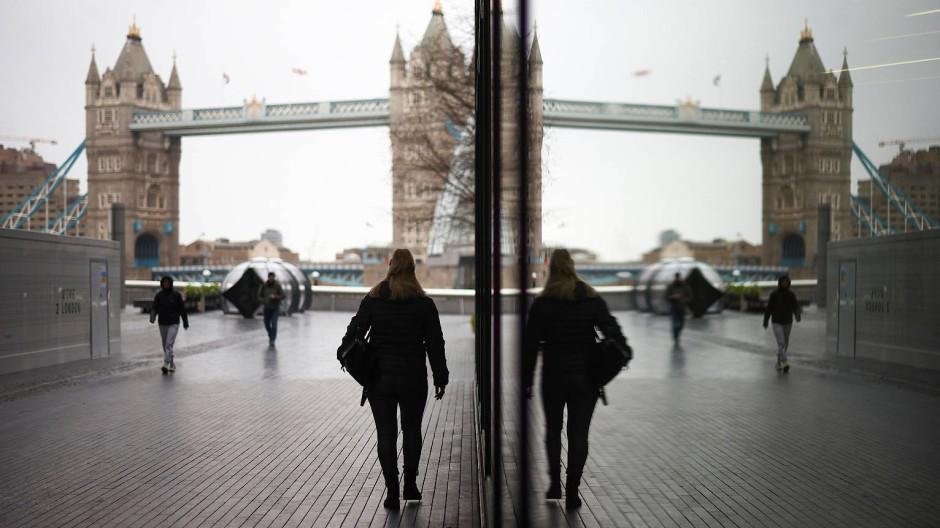Die Tower Bridge an der Themse; London sehnt sich nach einem Ende der Pandemie.