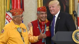 """Trump: """"Sie nennen sie Pocahontas"""""""