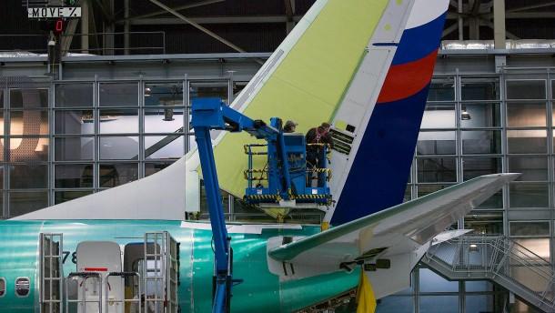 Fluglinien ziehen Boeing-Maschinen wegen Rissen aus dem Verkehr
