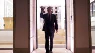 Ziel im Visier: David McAllister vor dem Eingang der Staatskanzlei in Hannover