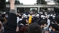 Am 4. Januar 2021 protestieren Studenten vor der Bogazici-Universität gegen einen neu ernannten Rektor, der für seine Nähe zur türkischen Regierung und der Regierungspartei bekannt ist.