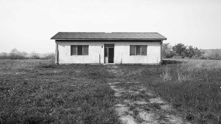 """Im Sommer 1992, zu Beginn des Kriegs in Bosnien-Hercegovina, war das """"Weiße Haus"""" die Folterkammer des von Serben betriebenen Lagers Omarska."""