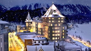 Als Top of the World bezeichnet sich St. Moritz noch immer, doch inzwischen ist man unsanft auf dem Boden der Tatsachen angekommen. Seit Jahren geht es stetig bergab mit dem einst so mondänen Skiort.