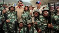 Maduro ruft 520.000 Venezolaner zu den Waffen