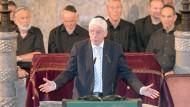Josef Schuster, Präsident des Zentralrats der Juden inn Deutschland, spricht am 28.06.2017 in der Augsburger Synagoge.