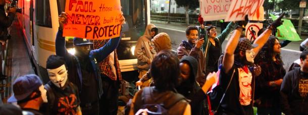 In ganzen Land wurde gegen die Entscheidung der Geschworenen im Fall Michael Brown demonstriert - so wie hier in Los Angeles