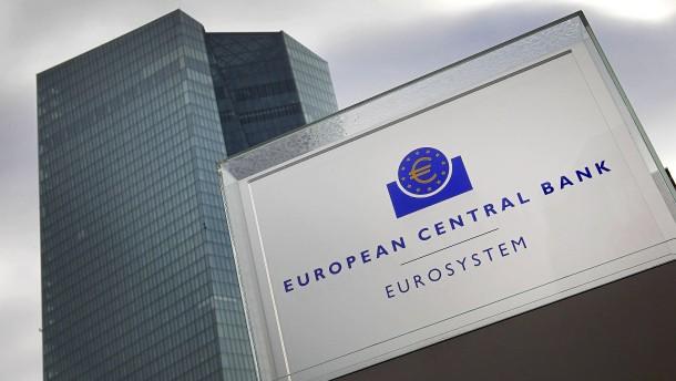 EZB lässt Leitzins auf niedrigstem Niveau
