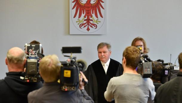 Der Maskenmann steht vor Gericht