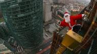 Der Weihnachtsmann als sportlicher Schussel