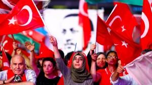 AKP-Lobbyist: Deutschland in präfaschistischer Phase