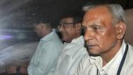 Der frühere indische Finanzminister Palaniappan Chidambaram (Mitte) nach seiner Verhaftung