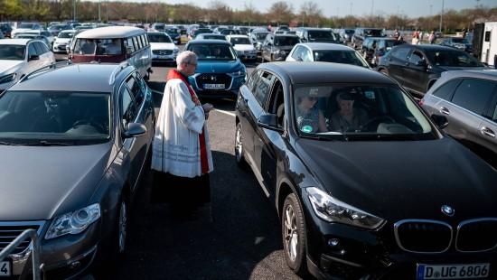 Oster-Gottesdienst im Autokino
