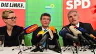 Koalitionäre: Die Parteivorsitzende der Linken, Susanne Hennig-Wellsow (l-r), Grünen-Chef Dieter Lauinger und SPD-Chef Andreas Bausewein stellen ihren Vertrag vor.
