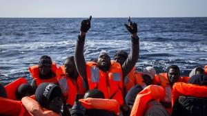 Libyen und Italien verschärfen Kampf gegen Schlepperbanden