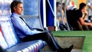 """Der Trainer aus Portugal, Jose Mourinho, verabschiedet sich von den """"Königlichen""""."""